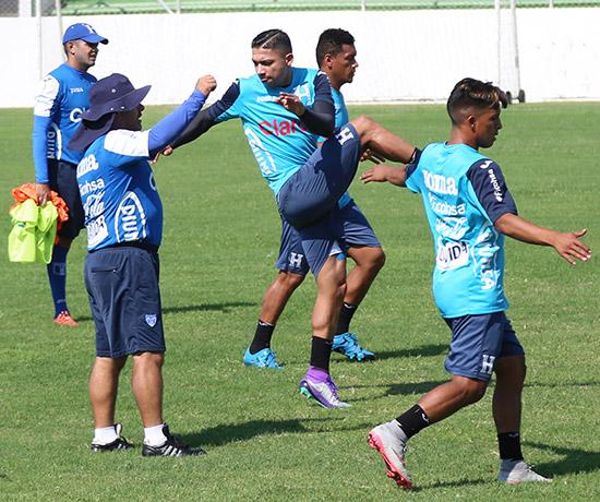 Pese a no estar jugando con el Celtic, Emilio Izaguirre se reportó listo, por si el técnico lo requiere para los partidos contra los salvadoreños.