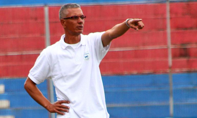 El colombiano Horacio Londoño, está tratando de sacar al equipo adelante.