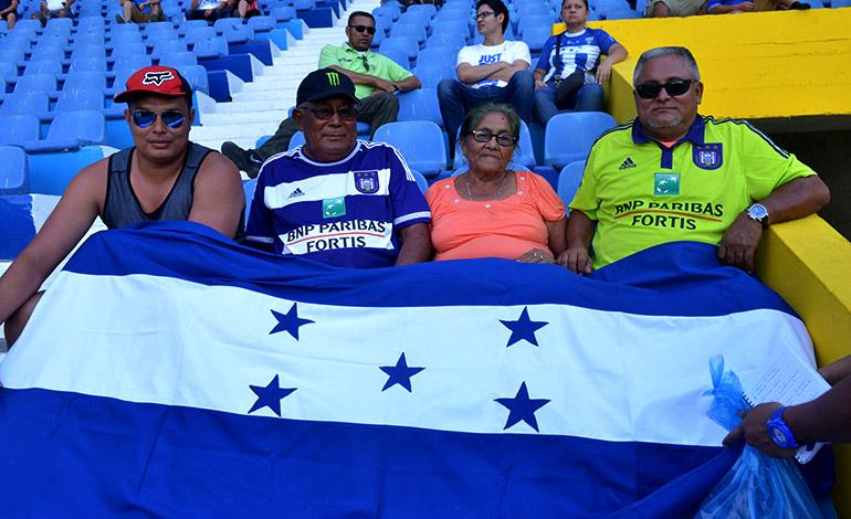 Desde Santa Cruz de Marcovia, Choluteca, viajaron a San Salvador los parientes de Andy Najar.