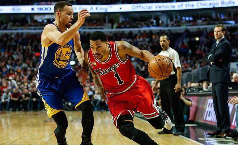Habilidoso y anotador, no descuida la faceta defensiva. En la imagen, Curry defiende a Derrick Rose, de los Bulls el pasado 20 de enero de 2016, durante un juego de la NBA en el United Center en Chicago, Illinois (EE.UU.). EFE/Kamil Krzaczynski